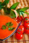 Добавить оливковое масло, посолить, поперчить. Охладить томатный гаспачо с огурцом в холодильнике и съесть :)