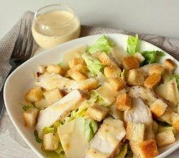Изображение рецепта Салат Цезарь с курицей и домашними сухариками