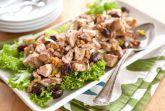 Салат из куриной грудки и вишни