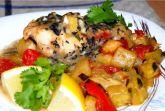 Камбала с овощами под чесночно-базиликовым соусом