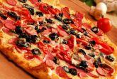 Пицца с сосисками и грибами