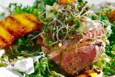 Теплый салат с уткой и персиками