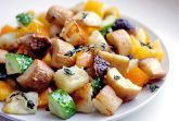 Теплый салат с эрингами, картофелем и тимьяном