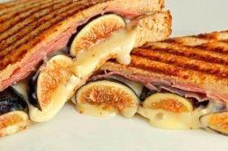 Изображение рецепта Бутерброд с ветчиной, сыром и инжиром