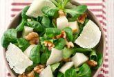 Салат с грушей, грецким орехом и пармезаном
