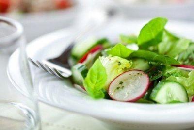 Изображение рецепта ''Салат из огурцов, редиса и зелени''