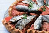 Пирог с сардинами и помидорами
