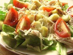 Изображение рецепта Салат с куриным филе и сухариками