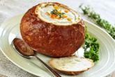 Чешский грибной суп в хлебной тарелке