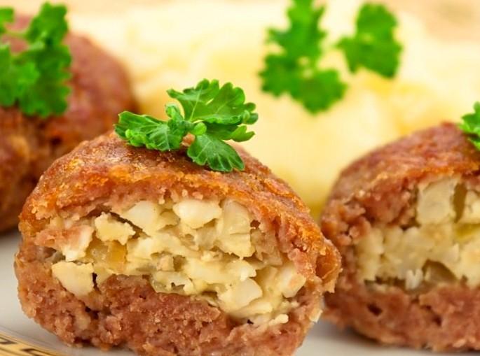 рецепт зразы мясные с яйцом и луком в духовке