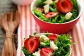 Салат с брынзой и клубникой