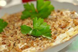 Изображение рецепта Слоеный салат с курицей и грецкими орехами