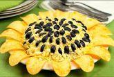 Салат Подсолнух с кукурузой и чипсами