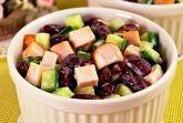 Салат с фасолью, курицей и свежим огурцом