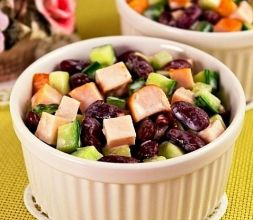 Изображение рецепта Салат с фасолью, курицей и свежим огурцом