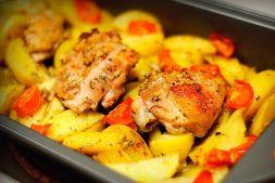 Изображение рецепта Картошка с курицей и овощами в духовке
