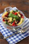 Смешайте все ингредиенты. Заправьте маслом. Теплый салат с грибами и фасолью готов - подавайте его на стол немедленно. Приятного аппетита!