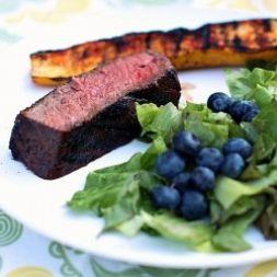 Изображение рецепта Ростбиф с салатом из черники