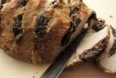 Свинина, запеченная с черносливом