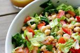 Салат из нута с помидорами