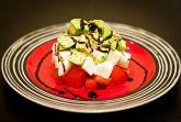 Салат из авокадо, помидоров и моцареллы