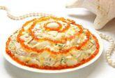 Салат из морепродуктов с икрой