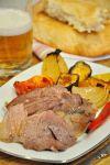 Подавайте баранью ногу с овощами, запеченными в духовке и холодным пивом. Приятного аппетита!