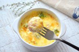 Изображение рецепта Рыбные фрикадельки в сырном соусе с брокколи