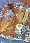 Подавать хрустящие бутерброды с сыром и шпинатом горячими. Приятного аппетита!