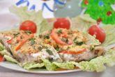 Запеченная рыба с сыром и помидорами
