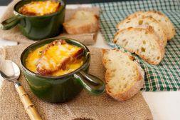 Изображение рецепта Французский луковый суп с сыром грюйер