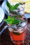 """К мяте добавьте сок и водку. Перемешайте, добавьте (по желанию) лед и долейте до верха «Sprite"""". Украсьте коктейль мятой и подавайте!"""