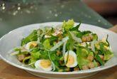 Изображение рецепта Большой зеленый салат с яйцами и гренками