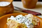 Запеченный картофель с селедочным соусом