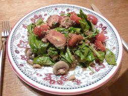 Изображение рецепта Салат из шпината с грибами, помидорами и беконом