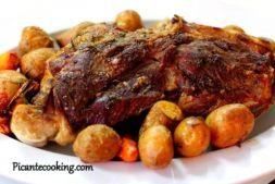 Изображение рецепта Запеченная баранья нога на «подушке» из овощей
