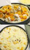 Подготовьте начинку и заливку. Куриную грудку крупно нарежьте кусочками, натрите на крупной терке сыр. Все смешайте, добавьте несколько веточек тимьяна Для заливки разболтайте в миске два яйца, влейте сливки, посолите, тщательно перемешайте. Выложите на готовый корж половину сыра, курицу, тыкву, каштаны. Сверху залейте заливкой и посыпьте второй половиной сыра.