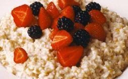 Изображение рецепта Овсяная каша с ягодами.