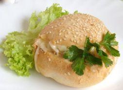 Изображение рецепта Горячие булочки с консервированной рыбой и сыром