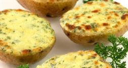 Изображение рецепта Болтунья с брынзой в картофельных стаканчиках
