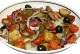 Теплый салат с подсушенными помидорами