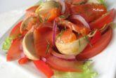 Красная рыба с помидорами и шампиньонами