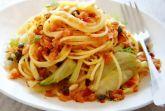 Спагетти с каперсами, фенхелем и хлебной крошкой