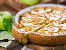 Изображение рецепта Бисквитная шарлотка с яблоками
