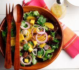 Изображение рецепта Зеленый салат-микс с манго и орехами пекан