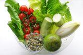Салат с авокадо и помидорками черри