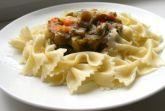Паста с теплым салатом из овощей гриль