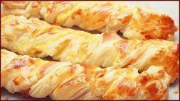 Изображение рецепта Слоёные косички с курицей и сыром