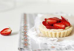 Изображение рецепта Клубничные корзинки с карамельным заварным кремом