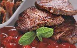Изображение рецепта Филе телятины с клубничным соусом и глазированным луком